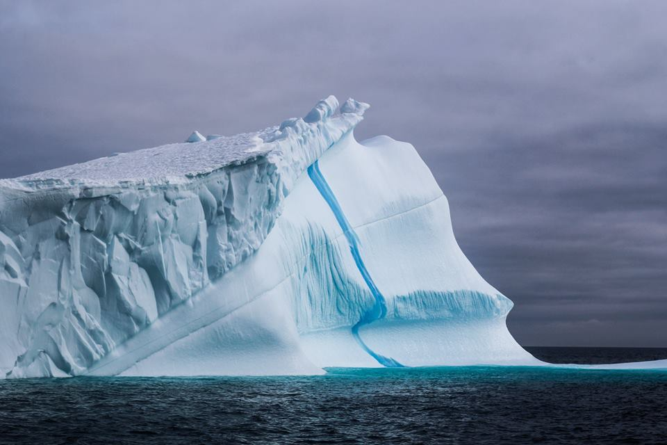 Lightening streak iceberg